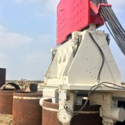 Driving Pipe with Crane Suspended Vibro Hammer SVR 200 NF